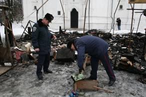В Чернигове возле Екатерининской церкви вспыхнула молебная палатка (ФОТО)