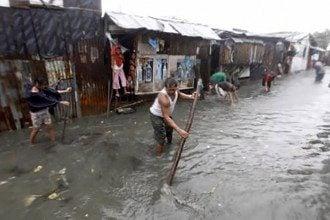 На Филиппинах из-за тайфуна эвакуированы 100 тысяч человек (ВИДЕО, ФОТО)