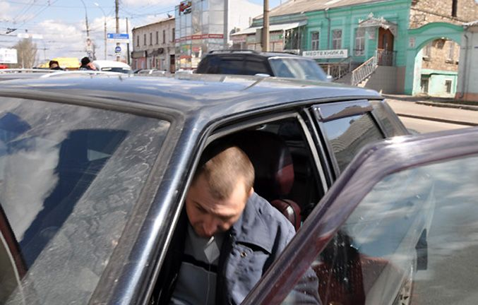 В Николаеве защитник ГАИ переехал активиста