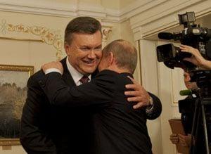 Путин поздравил Януковича по телефону