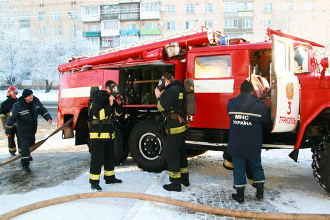 На Тернопольщине горел автосалон
