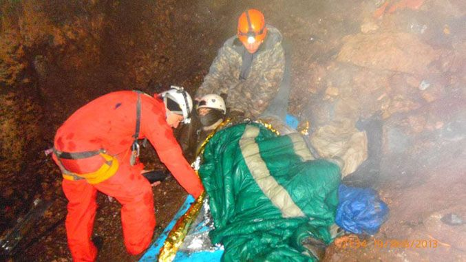 В Крыму автомобиль упал в пещеру на спелеологов, есть погибшие