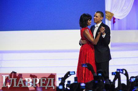 Барак Обама целовался с женой на глазах у ветеранов