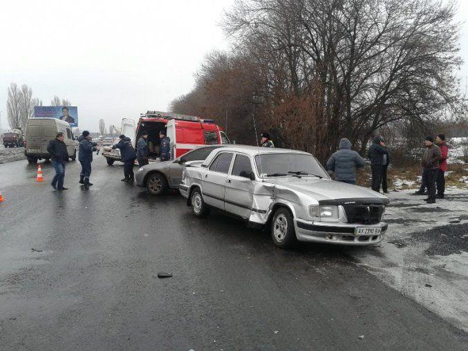 ДТП в Харькове: столкнулись  6 легковушек и автобус, есть погибший и раненые