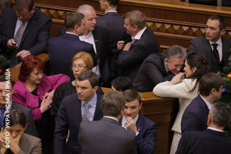 Оппозиция стягивает депутатов в сессионный зал