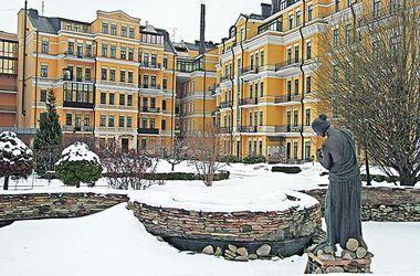 Своей квартире в центре Киева Азаров предпочел дачу в Конча-Заспе