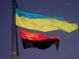 Флаги Украины и УПА над Тернопольским облсоветом