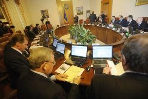 Азаров запретил охране пропускать в Кабмин депутатов с плакатами