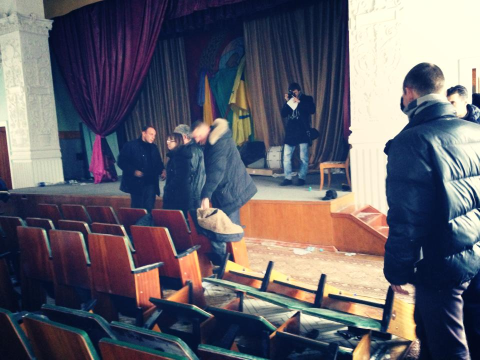 Драка в актовом зале