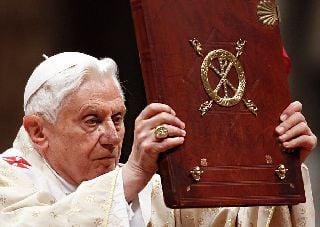 Папа не сможет уйти до конца февраля