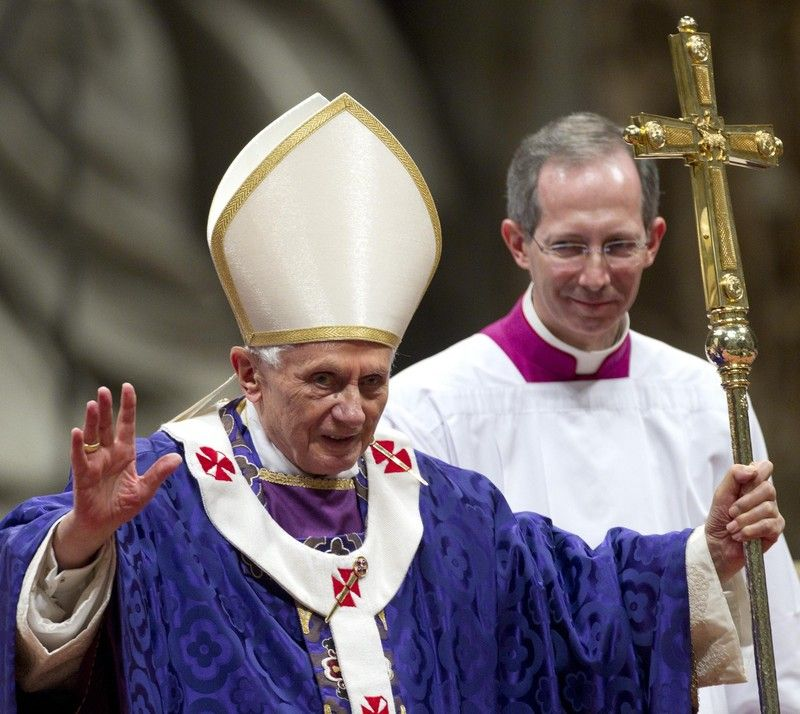 Бенедикт XVI уже отслужил последнюю мессу