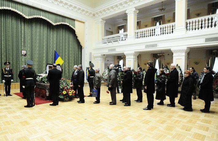 На похороны Удовенко пришли Ющенко, Кучма и Омельченко