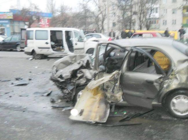 В ДТП на Харьковском шоссе пострадали 4 человека