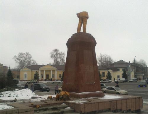 """Мэр Сум призвал """"Свободу"""" продолжать сносить памятники Ленину"""