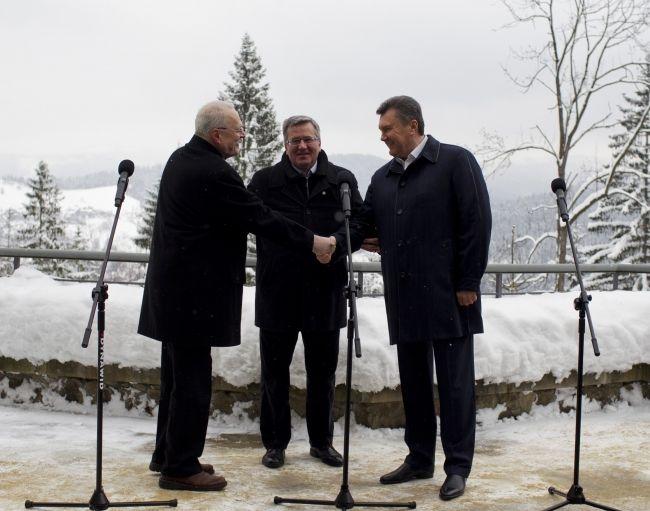 Янукович встретился с Гаспаровичем и Коморовским