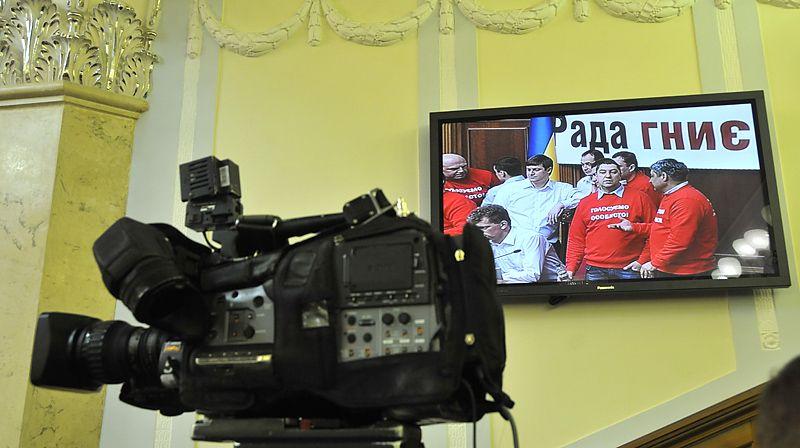 Помощникам нардепов выдадут видеокамеры