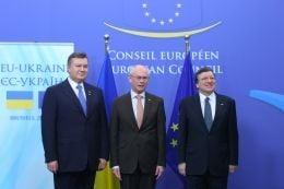 Виктор Янукович, Херман ван Ромпей и Жозе  Мануэль Баррозу на саммите в Брюсселе