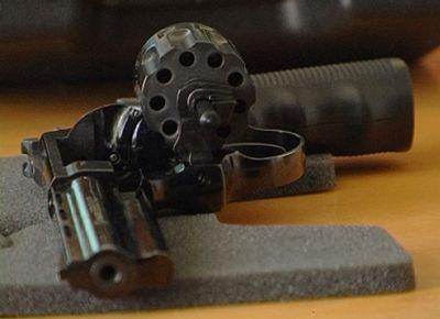 Мужчина выстрелил в себя из револьвера