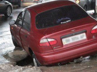 В Киеве водители отсудили десятки тысяч гривен за плохие дороги