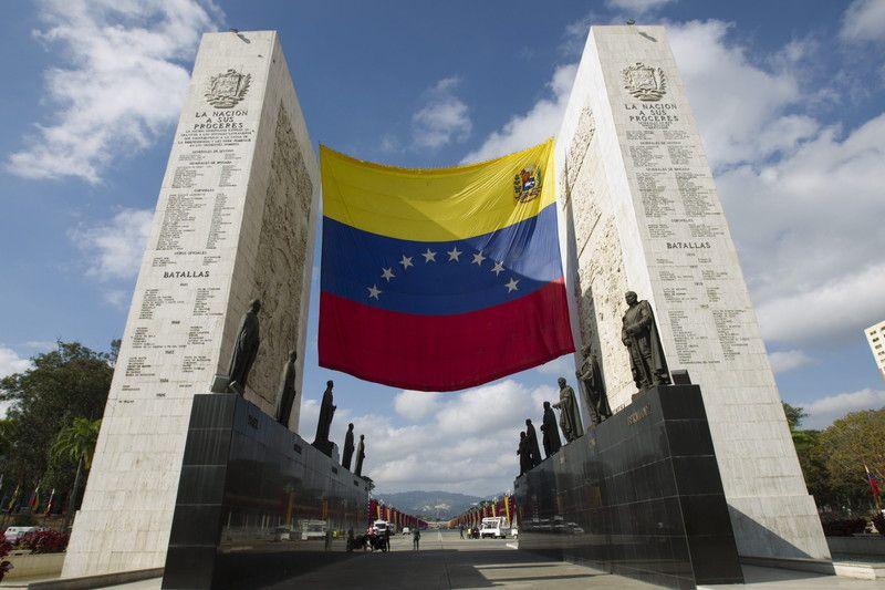 Место Чавеса сегодня временно займет вице-президент Венесуэлы