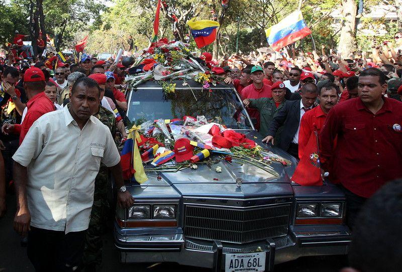 Венесуэла не может определиться с телом Чавеса