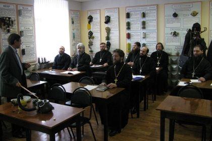 В России бригады МЧС усилят священниками