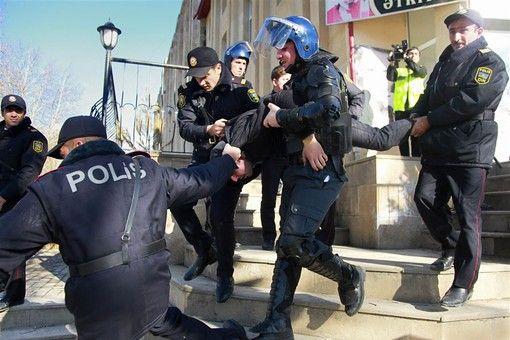 В Баку полиция расстреляла демонстрацию резиновыми пулями