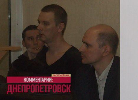 В центре - обвиняемый Дмитрий Рева