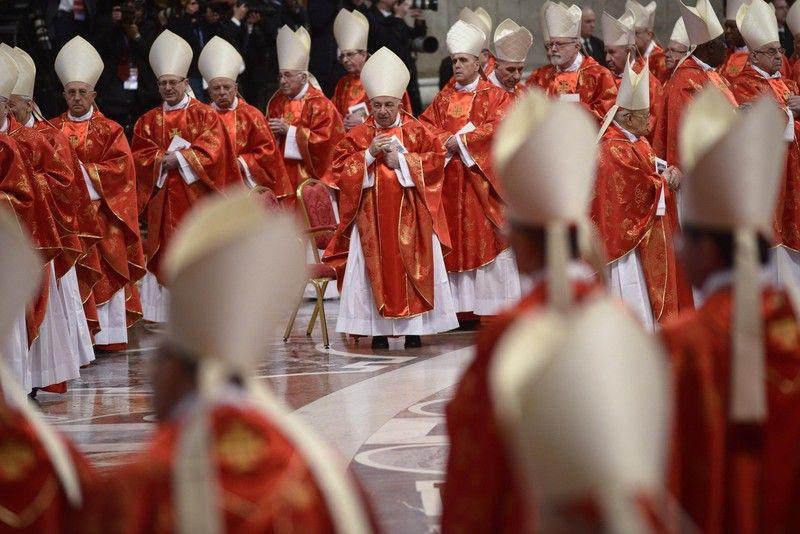 Кардиналы начали второй день выборов Папы