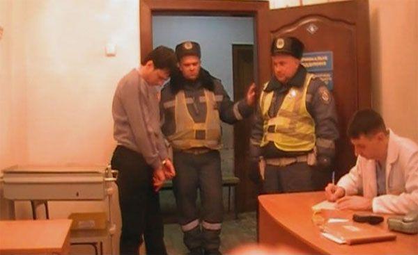 В Луганске пьяный водитель Lexus избил ГАИшника