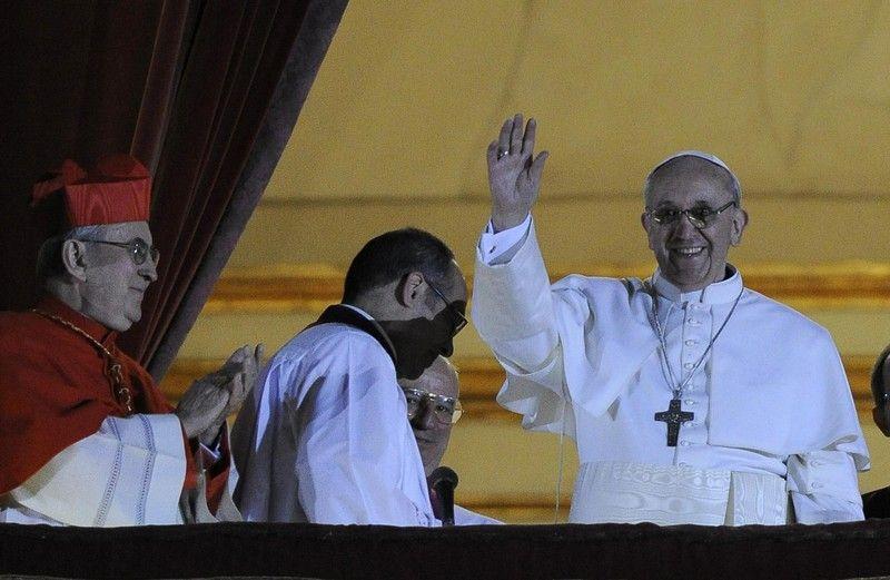 Новоизбранный понтифик отказался от лимузина