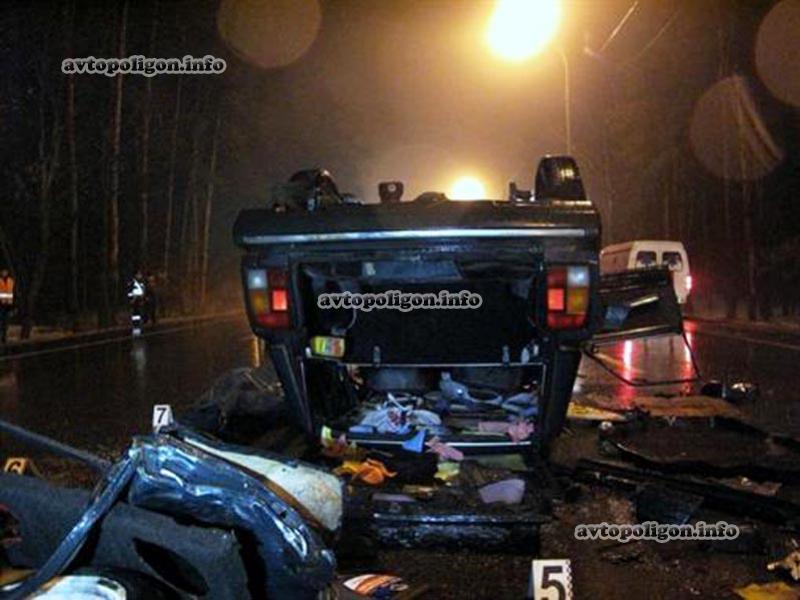 Range Rover протаранил ВАЗ-2104