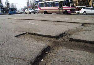 Яценюк предложил залатать дороги на 3,3 миллиарда