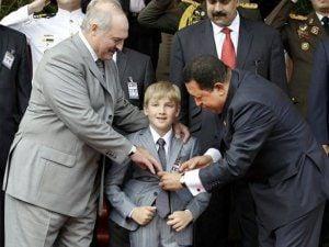 президент Беларуси Александр Лукашенко во время встречи с Уго Чавесом в Венесуэле в июне 2012 года