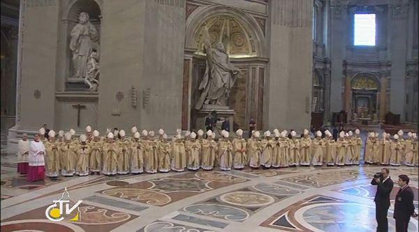 Началась торжественная интронизация Папы Римского
