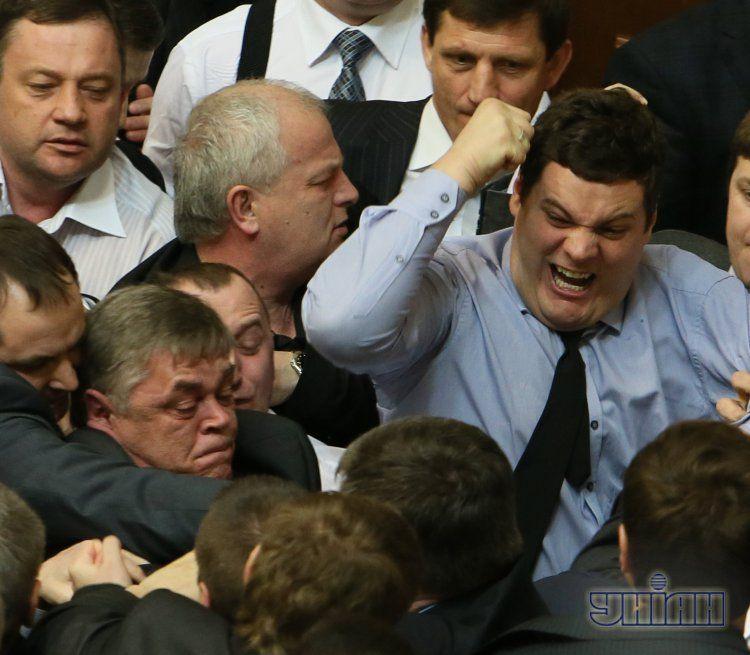 В голубой рубашке - Андрей Ильенко