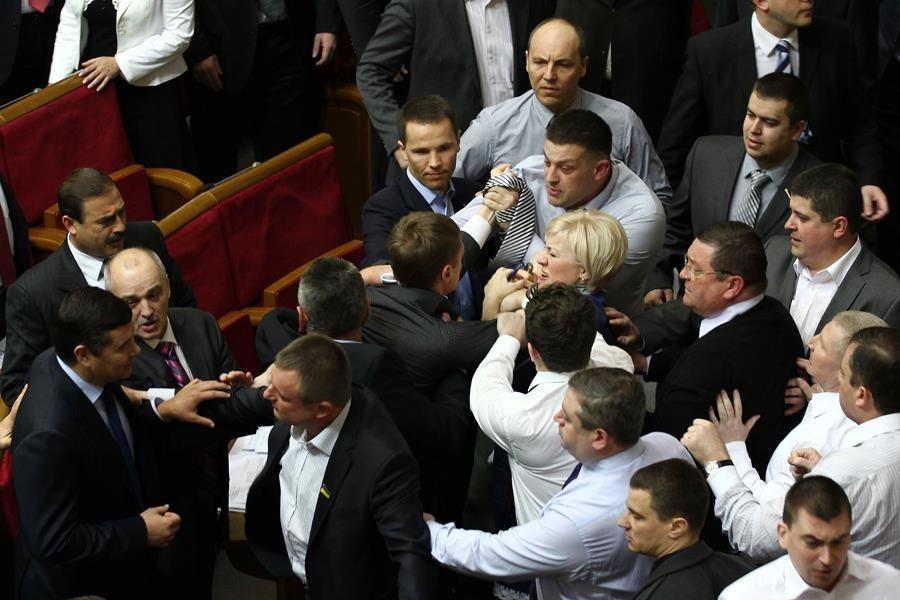Украинская ГТС и языковой вопрос могут вновь спровоцировать оппозицию