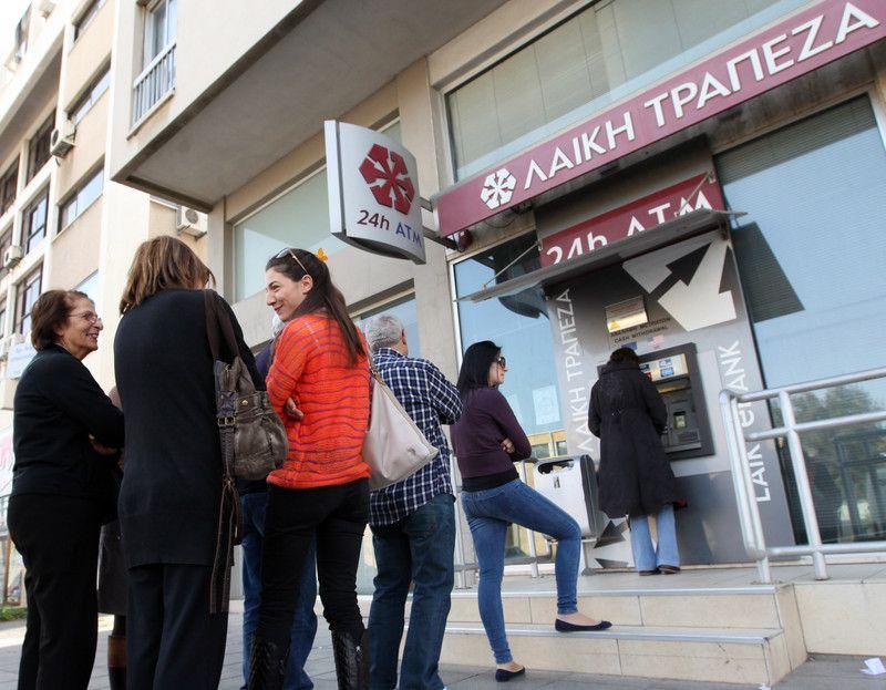 Кипр ограничил снятие наличных из банкоматов