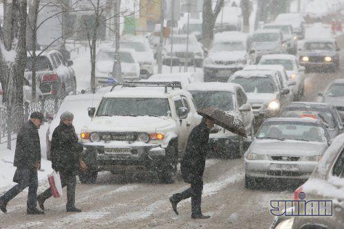 В Киеве на час продлили работу транспорта