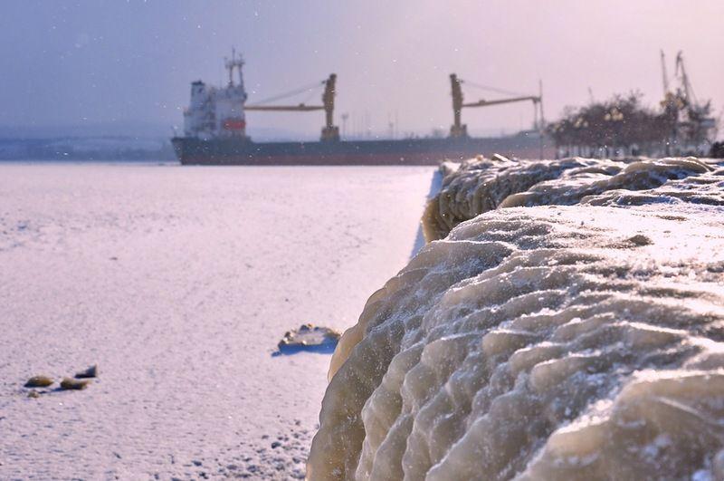 В Крыму из-за шторма закрыты все порты и Керченский пролив