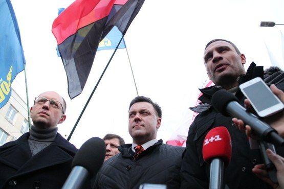 Впервые тройка лидеров оппозиции собралась в Ивано-Франковске