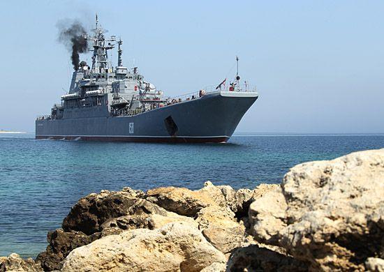 В учениях участвуют два БДК Балтийского флота