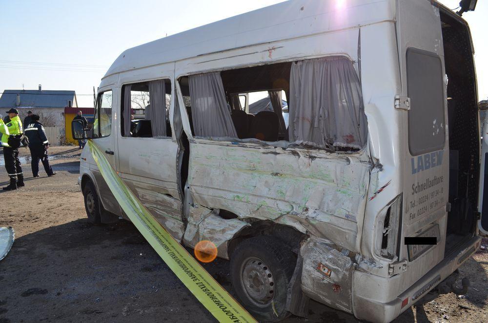 В ДТП погибли двое и ранены 11 человек