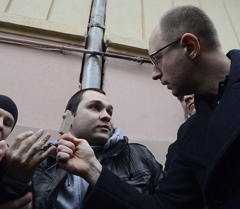 Яценюка обвинили во вмешательстве в дела