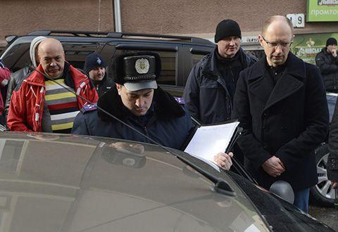 Яценюка допросили по делу о слежке в Черновцах