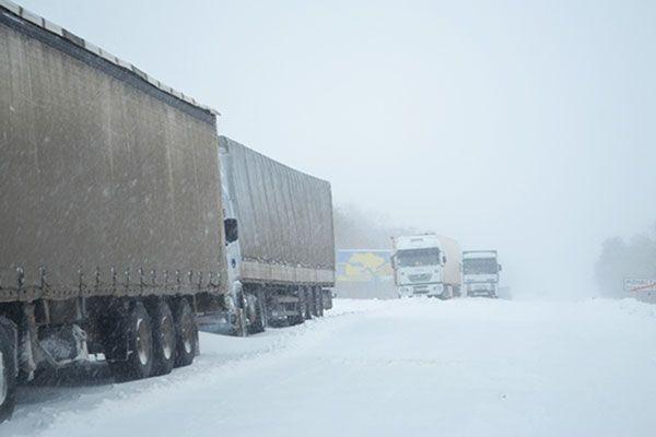 Новые снегопады отрезали от мира 31 населенный пункт Львовщины