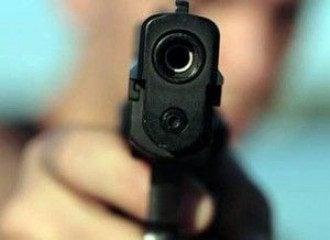 Вооруженный мужчина ограбил банк