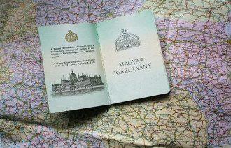 Украинцы тысячами получают венгерские пспорта