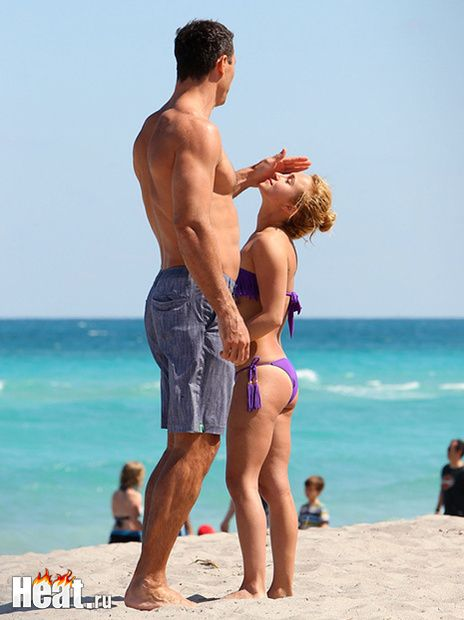 Кличко и Панеттьери на пляже не стесняются своих чувств