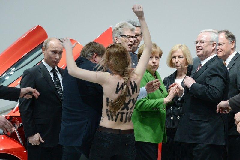 Путину понравились девушки из Femen